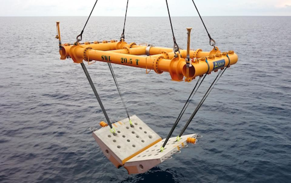 Pipeline_Subsea_Subcon_lifting_claming_mattress