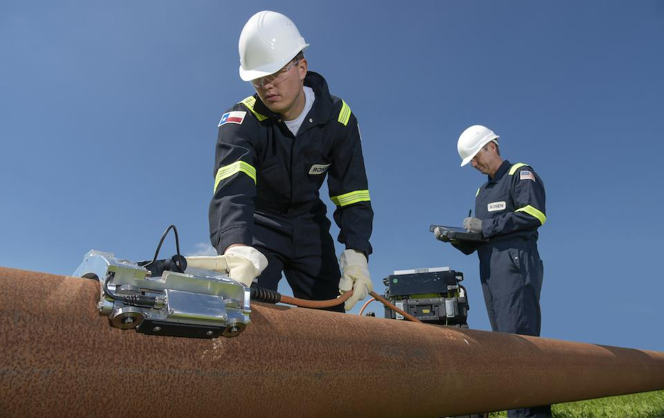 Technology_oil_gas_maintenance_Rosen_NDIA_Corrosion_Under_Pipe_Support_Inspection_CIRC_in_action