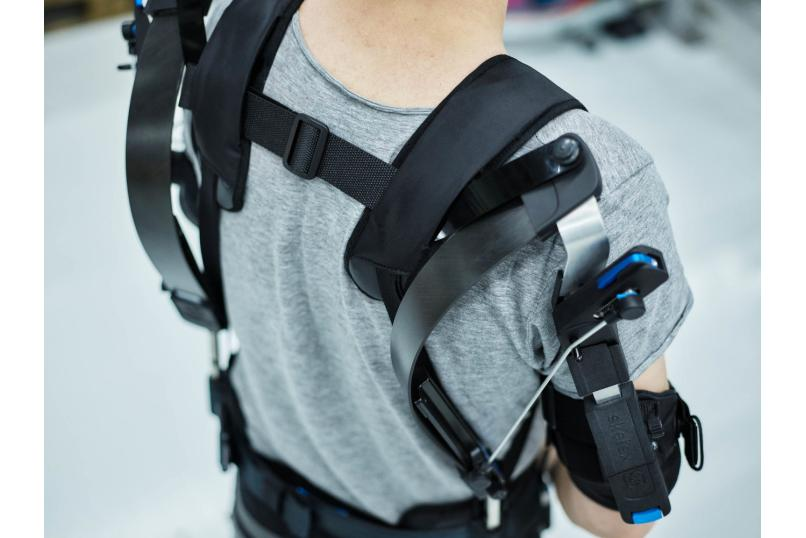 Technology_oil_gas_Skelex_exoskeleton_safety_health_improving_posture_physical_work_heavy_maintenenace_upper_body