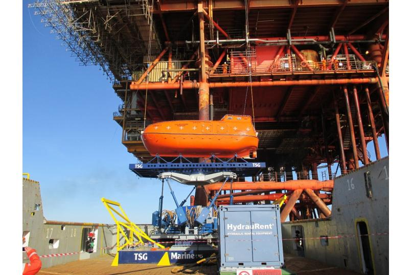 Technology_oil_gas_logistics_offshore_access_cargo_Ampelmann_Atlas